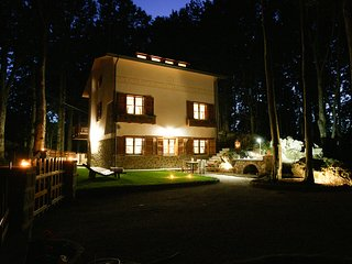 Luxury chalet in South Tuscany for 10 with sauna, steambath and kids play area