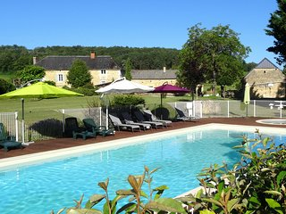HEATED POOL and FREE PITCH & PUTT COURSE - CHILD FRIENDLY HOLIDAYS