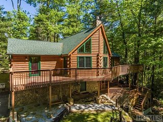 Memory Pine Lodge! Pet Friendly, Lake Community, Ski & Snow Tubing nearby!