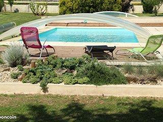 Grande maison au calme avec piscine