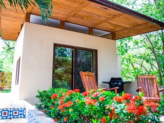 Casa Rio (studio) Alongside the river, just a short walk to the beach