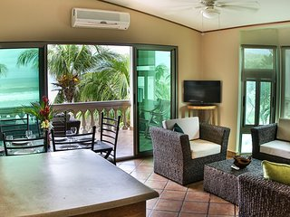 Villas Iguana A-15: Beachfront Condo