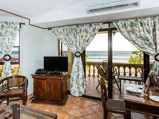 Villas Iguana A-7: Beachfront Condo!