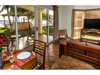 Villas Iguana A-13: Beachfront Condo