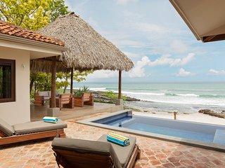 Casa Brown, Beachfront Villa on Playa Rosada