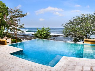 Casa Rock, Fabulous Beachfront Villa in Rancho Santana with private infinity poo