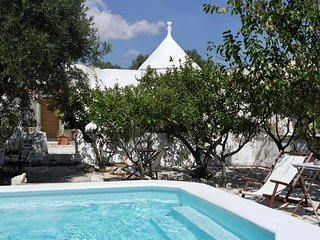 Secluded country chic Trulli with private pool and garden near Ostuni centre