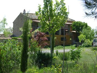 Casa Rural B&b en Osso de sio, lleida, masia tipica catalana de piedra