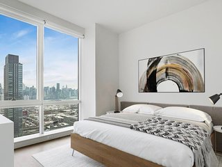 5 mins to Manhattan NYC Amazing View New High Luxury Amenities King size room