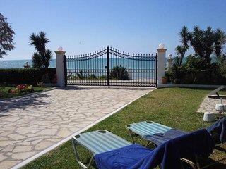 Villa Antonia holidays at the beach