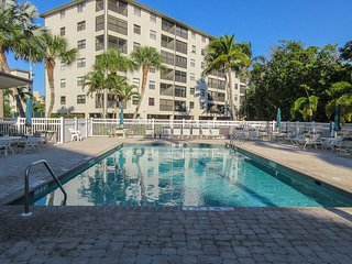 Estero Cove 411 - Free WiFi, Resort Pool, Tennis Courts & Beach Access
