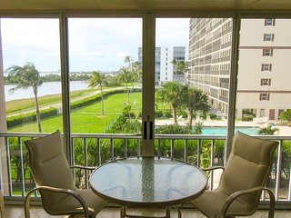 Creciente 313N - WiFi, Complex Pool Access & Private Screened Lanai