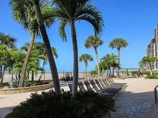 Carlos Pointe 133 - WiFi, Resort Pool, Beach Access, & Private Lanai