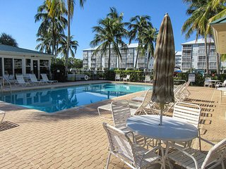 Hibiscus Pointe 564 - Free WiFi, Private Lanai, Resort Pool Access