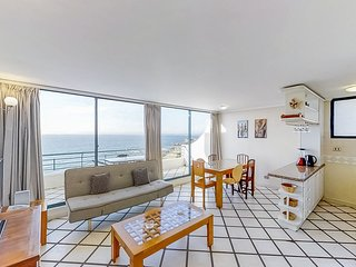 Depto frente al mar c/ piscina compartida - Oceanfront apt w/shared pool