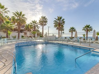 Oceanfront apartment w/shared pool & furnished balcony - perfect for families!