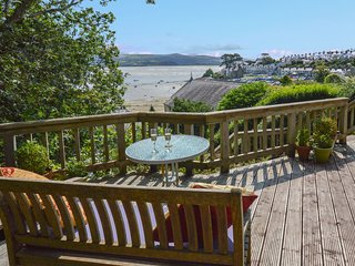 Stylish cottage with magnificent sea views in Borth y Gest