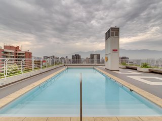 Centrico depto. con gimnasio y piscina - Central apartment with gym and pool