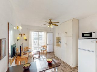 Apartment near the beach, with enclosed back patio & lovely interior