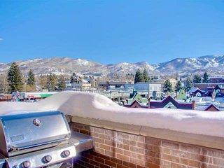 1/2 Block Off Main St - Downtown, Amazing Views, Near Free Bus, Free Ski Storage