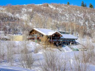 Fall Deals-Dog Friendly, Great Views, Near Snowmobiling/Trailer Parking, Pool Ta