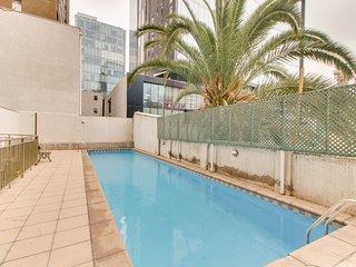 Centrico estudio con vista a la ciudad y piscina - Studio w/ shared pool