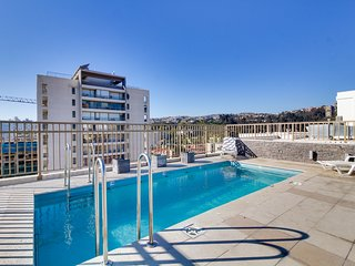 Depto. luminoso con piscina en la terraza - Bright apt. with pool on the terrace