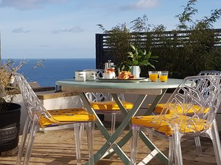 Little Pebble House - luxurious,stunning Sea Views 5 mins to beach, Free parking