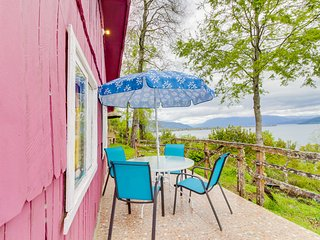 Rustica y colorida cabana frente al lago - Rustic and colorful lakefront cottage
