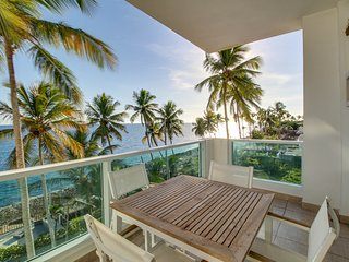 Ocean-facing apartment w/ large balcony & shared pool - steps to beach!