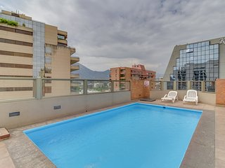 Conveniente departamento c/ piscina - Convenient apartment w/ rooftop pool