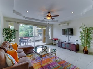 Enchanting condo with shared pools in quiet location