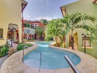 Welcoming condo with shared pool, great location near town & the beach!
