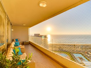 Oceanfront apartment w/ shared pools, BBQ area, and fitness center. Beach nearby