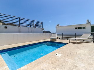 Long-term discounts: Luxurious villa with ocean views & private pool, near beach
