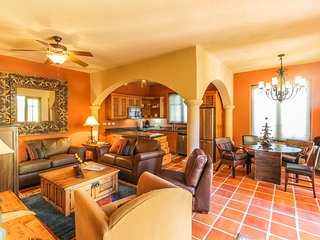 NEW LISTING! Luxurious ocean-view house w/shared pool, golf, near restaurants
