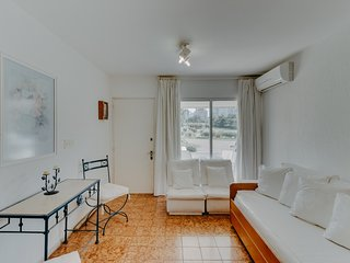Luminoso apto familiar, cerca de la playa- Bright family apt, close to the beach