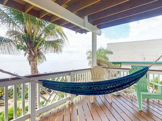 Eclectic beach cabin w/ full kitchen, shared pool, & 180 degree ocean views!
