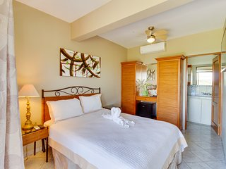 Suite with shared pool, ocean views from balcony, on-site restaurant
