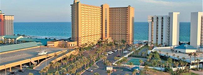 Pelican Beach Resort Esterno