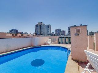 Centrico depto. con piscina en terraza - Central apartment with rooftop pool