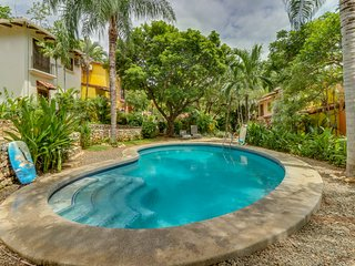 Comfortable condo w/shared pool and central A/C - walk to beach