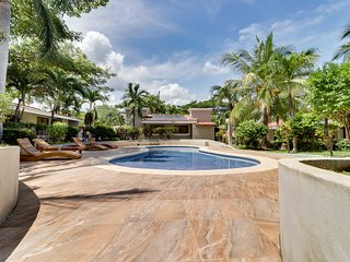 6-suite complex w/ shared pool & tropical landscape - walk to beach!