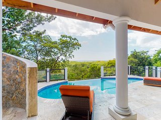 Beautiful villa overlooking the sea w/ a private pool & gorgeous views
