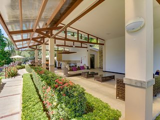Dog-friendly beachside getaway with access to shared pool - close to the beach