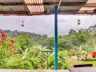 Charming suite w/ jungle & lake views, shared pool, on-site restaurant