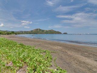 Oceanfront house w/ ocean views, entertainment & AC - walk to beach!