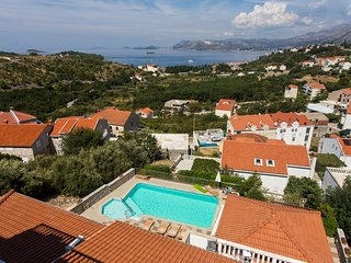 Cozy apartment very close to the centre of Cavtat with Parking, Internet, Air co