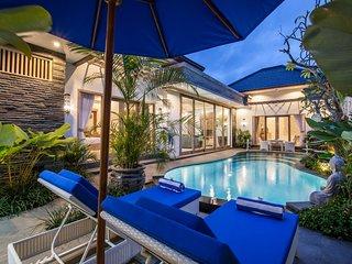 2 Bedroom Beautiful Luxury Villa In Centre Of Seminyak