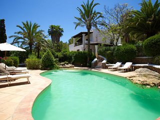 Spacious villa in Santa Eulària des Riu with Parking, Internet, Washing machine,